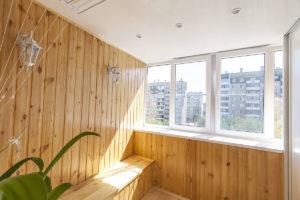 Как выбрать вагонку для отделки балкона?